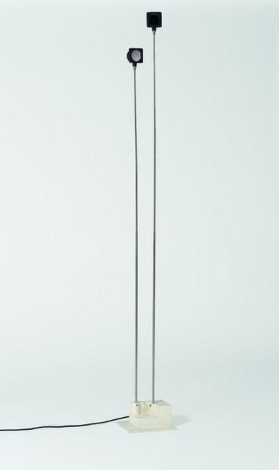 "Takis, '""Signaux Lumineux"" sculpture', vers 1975"