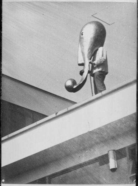 T. Lux Feininger, 'Masque de scène du Bauhaus sur le toit du Bauhaus de Dessau', 1928