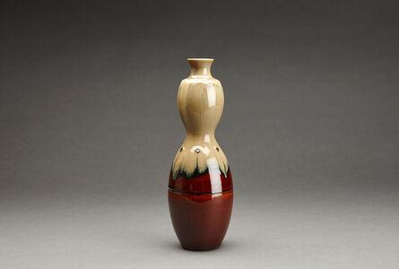 Miraku Kamei XV, 'Flower vase (Hanaire), gourd form'