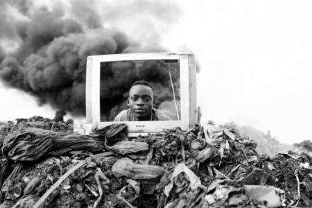 Mário Macilau, 'Breaking News,The Profit Corner', 2015