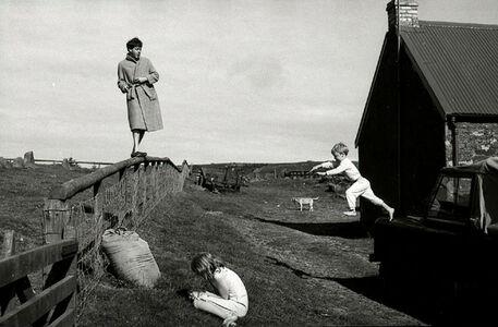 Linda McCartney, 'Paul, Stella and James, Scotland', 1982
