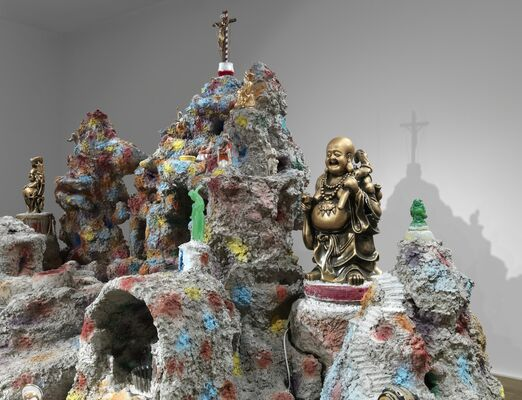 Mike Kelley. Framed and Frame, installation view