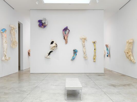 Lynda Benglis: New Work, installation view