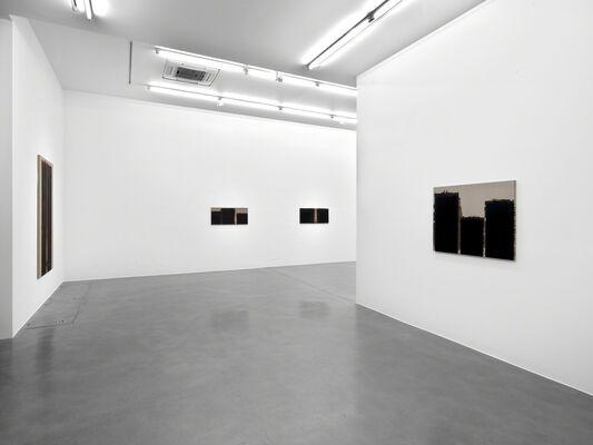 Yun Hyong-keun: Burnt Umber & Ultramarine Blue, 1990-1993, installation view