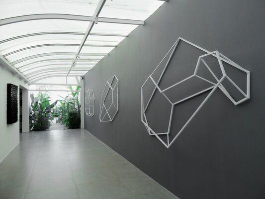 Luiz Hermano - Geometria Invertida, installation view