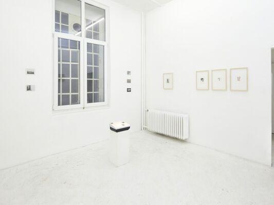 Felix Adam * stilundsymptom 1  (Schaedelmessen nach Augenmaß), installation view
