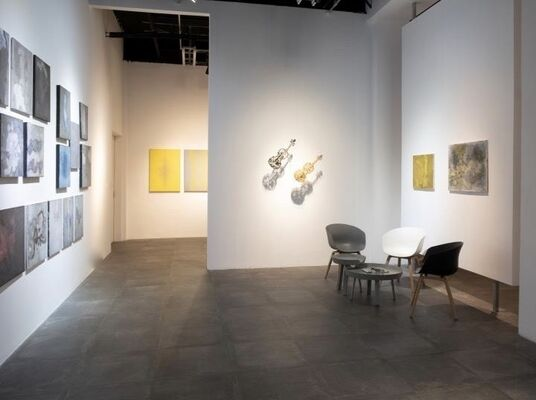 """""""Weaving Resemblance and Dissimilarity"""": Solo Exhibition of Shi Jindian.   Invited Artist: Shi Shao, installation view"""