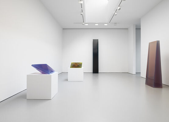 De Wain Valentine: Works from the 1960s and 1970s, installation view