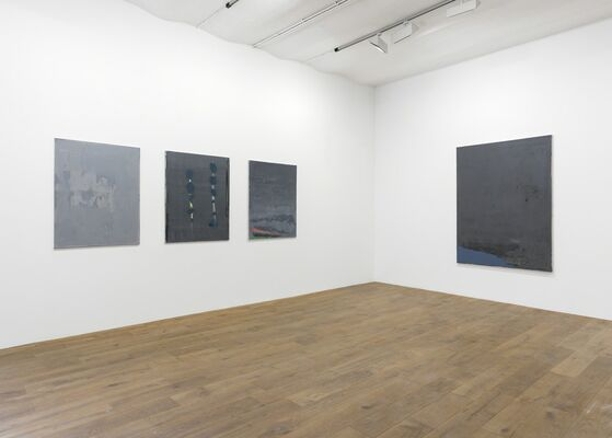 """Spezifikation #31: Özcan Kaplan """"Now there are things that I can only understand at night, alone and barefoot, installation view"""
