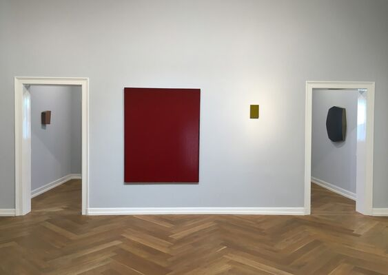 Monochrome - Works by Fratteggiani Bianchi, Bonalumi, Fontana, Knoebel, Sims, Tollens, Voskuil and others, installation view