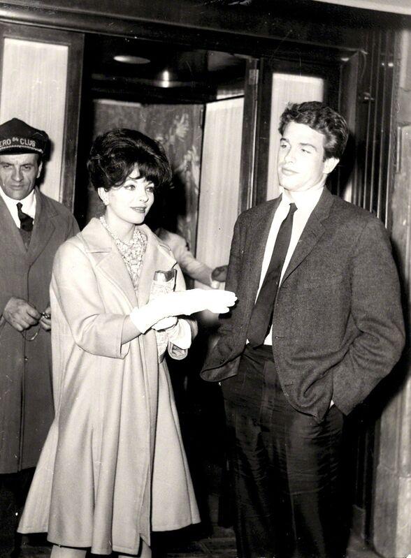 Marcello Geppetti | Warren Beatty and Joan Collins at via Veneto (1961) | Artsy
