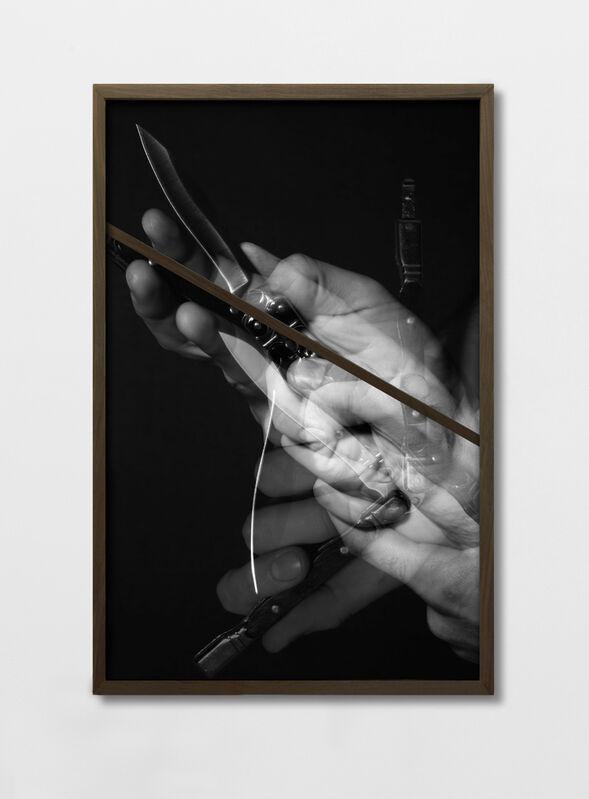 Miguel Rael, 'LA MÉSENTENTE #5', 2014, Photography, Fotografía Blanco y Negro, madera y nogal (enmarcado), Espai Tactel