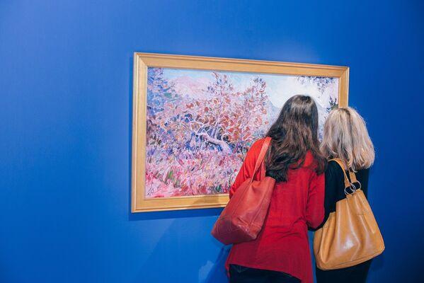 Erin Hanson: Romance in Bloom, installation view