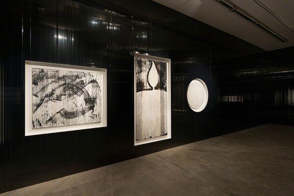 """Gregor Hildebrandt - """"auf Wasser schlafend rauscht das Meer"""", installation view"""