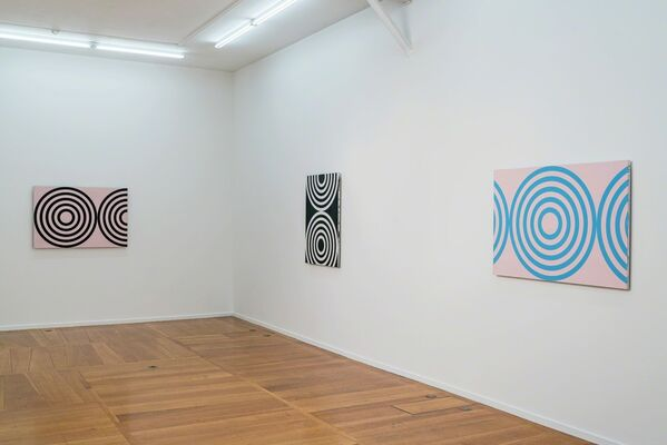 Michael Scott. Circle Paintings., installation view