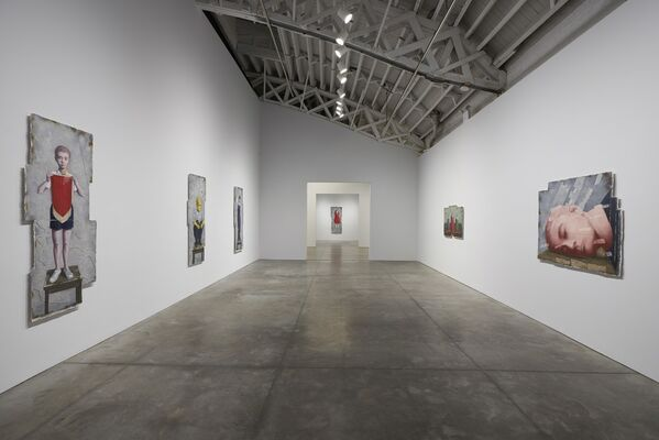 Zhang Xiaogang: Recent Works, installation view