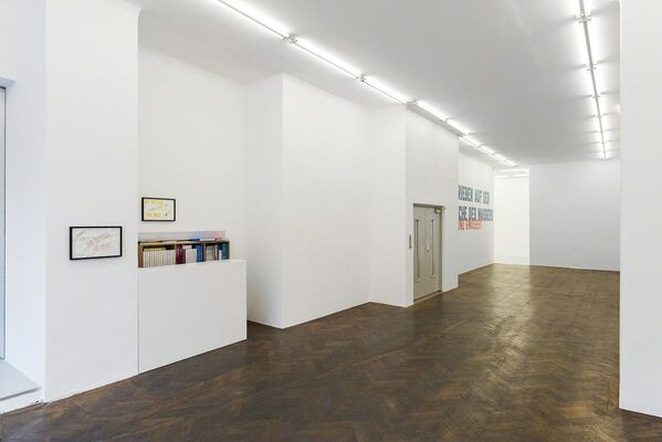 Lawrence Weiner - JUST IN TIME, installation view