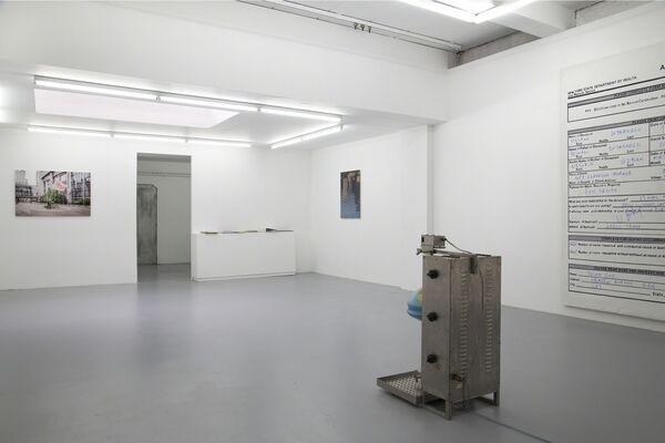 Volkan Diyaroglu- I Exhibit, therefore I Die, installation view