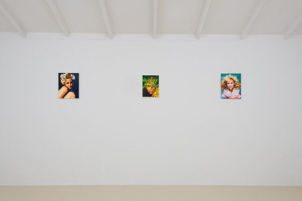 "Sam McKinniss - ""Daisy Chain"", installation view"