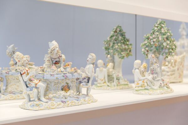 Chris Antemann: Forbidden Fruit, installation view