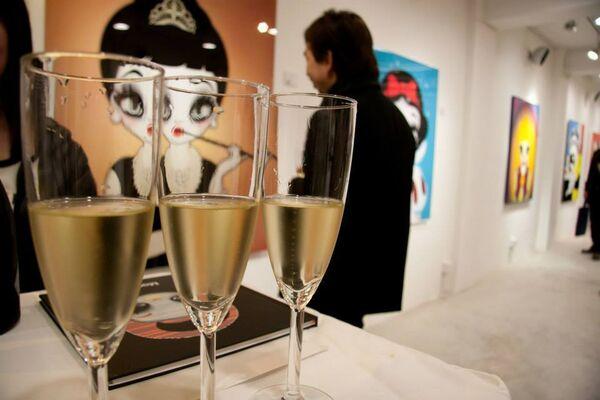 Mari Kim's Famous Eyedolls, installation view