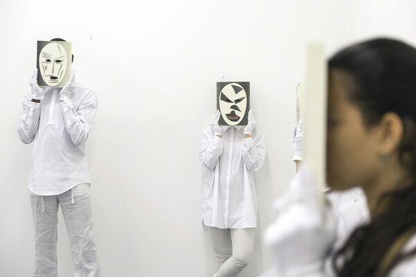 CARLOS AMORALES - Solo para tus ojos, installation view