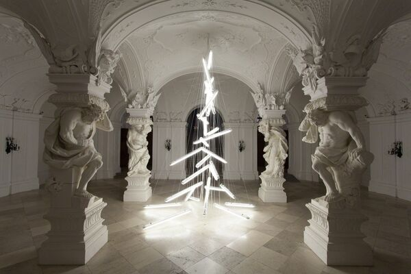 Belvedere Christmas Tree 2015: Under the Weight of Light by Manfred Erjautz, installation view
