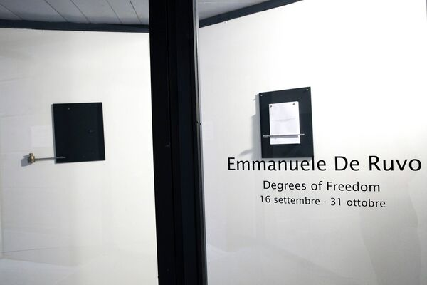 Emmanuele De Ruvo - Degrees of Freedom, installation view