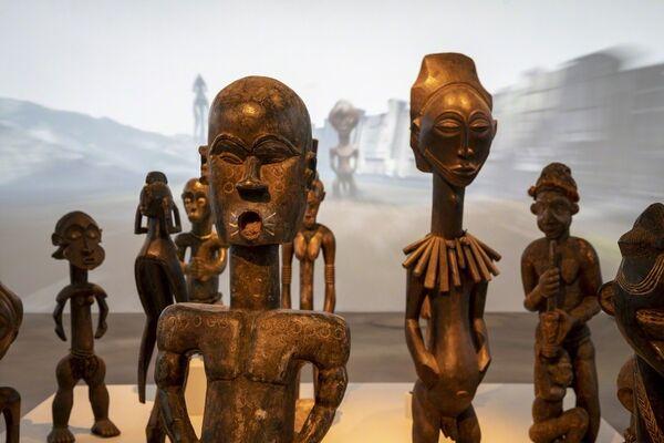 Nkisi Nkondi Blolo pombilele : The Arrival of the Gods, installation view