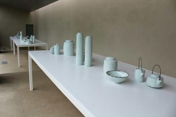 Edmund de Waal: Early work: vessels from the Rosenheimer Collection, installation view