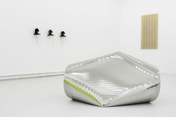 Von Turen und Ionen, installation view