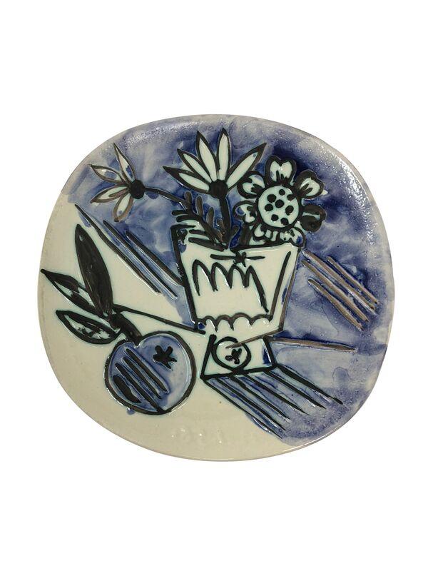 Pablo Picasso, 'Madoura Ceramic Plaque- Bouquet à la pomme (A.R. 305)', 1956, Design/Decorative Art, White earthenware ceramic plate with black oxide, coloured engobe and glaze, Hirth Fine Art
