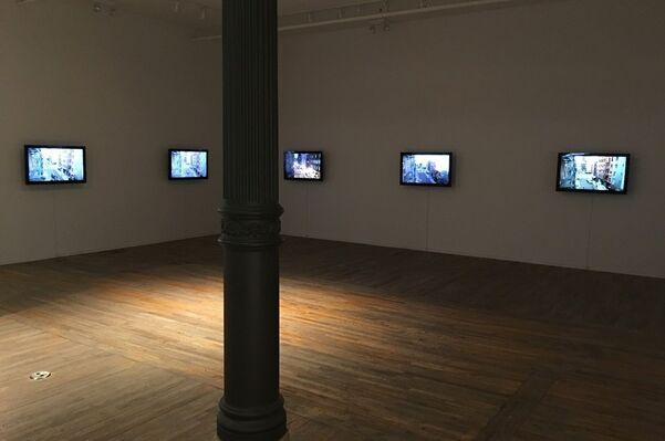 WOLFGANG STAEHLE - Ludlow Street, installation view