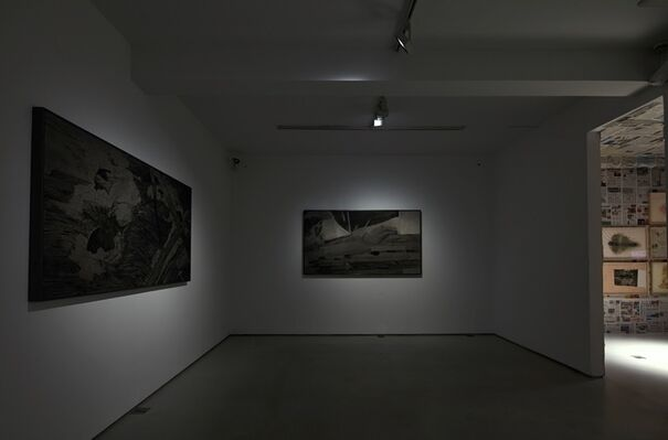 THE RIVER NEVER REMEMBERS THE HOUSE CANNOT FORGET, installation view