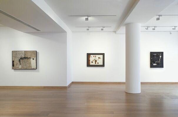 Manolo Millares, installation view