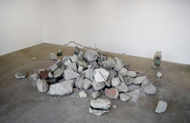 TODO : Debris, installation view