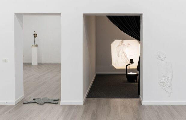 BRUIAJ, installation view