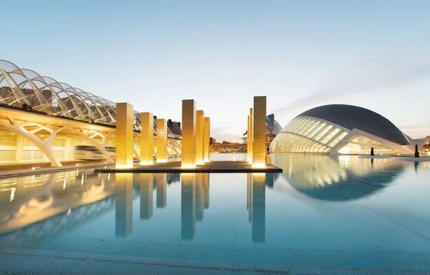 Heinz Mack: The Sky over Nine Columns, installation view