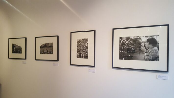 """Marc RIBOUD """"The young girl with a flower, 50 years later"""", installation view"""