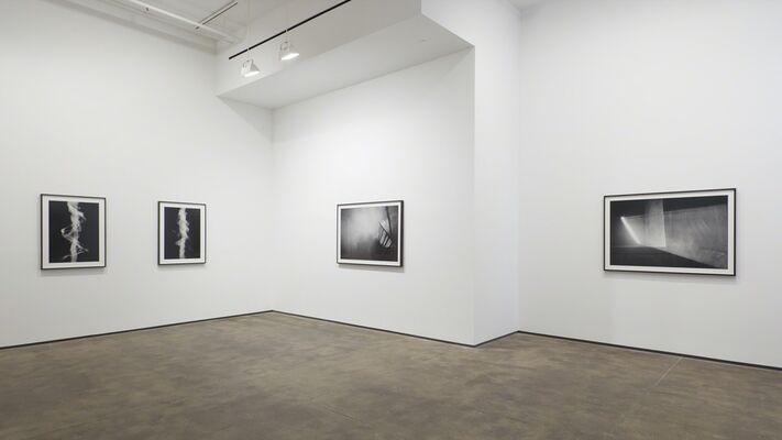 Anthony McCall: Split Second, installation view