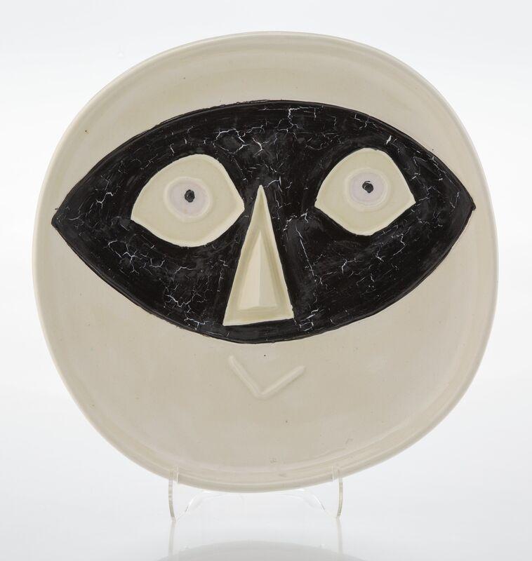 Pablo Picasso, 'Tête au masque', 1956, Design/Decorative Art, Terre de faïence dish with hand painting and partial glazing, Heritage Auctions