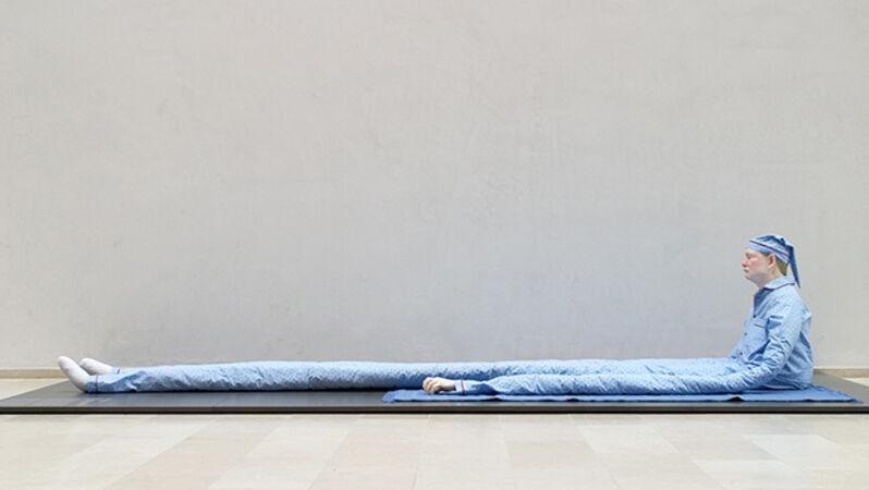 Peter Land, 'Uden titel (Siddende mand med prikker på blåt tæppe)', 2003, Statens Museum for Kunst