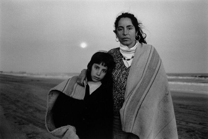 Adriana Lestido, 'Madres e hijas,#23', 1995-1998, Photography, Vintage Silver gelatin print, °CLAIRbyKahn Galerie