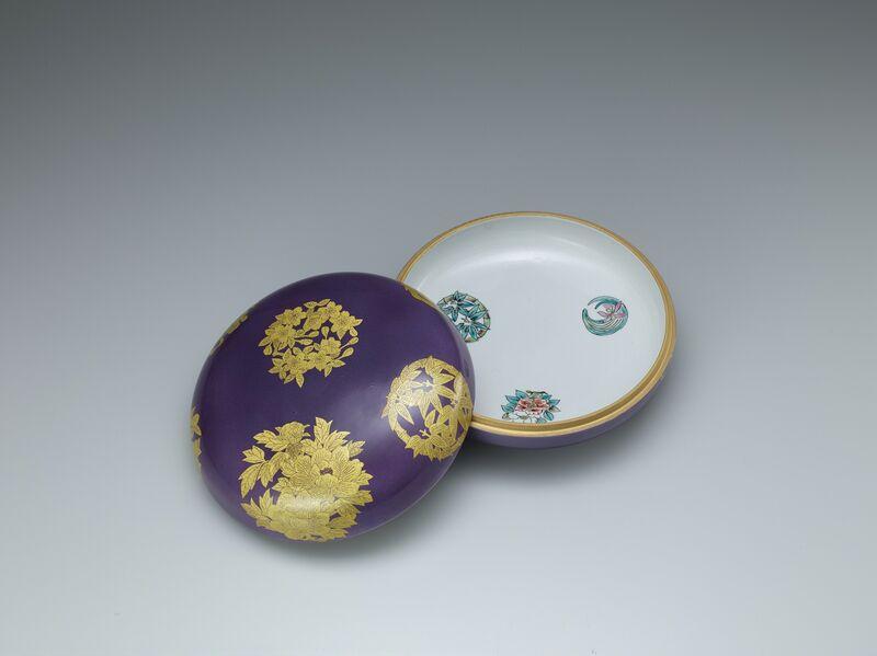 Yoshita Minori, 'Case with Crest Designs', 2015, Design/Decorative Art, Porcelain with gold underglaze, Onishi Gallery