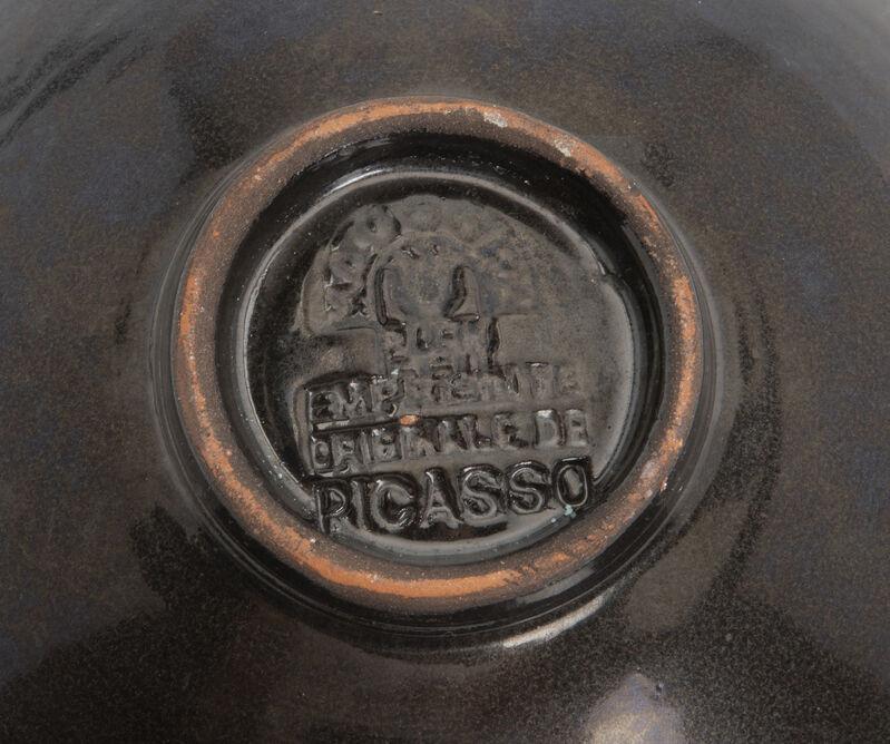 Pablo Picasso, 'Oiseau', Design/Decorative Art, Earthenware plate with black glaze to underside, John Moran Auctioneers