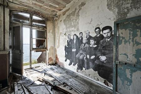 Unframed - Groupe d'immigrants à Ellis Island revu par JR, U.S.A.