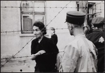Henryk Ross, Ghetto police with woman behind barbed wire, 1942. © Art Gallery of Ontario. Courtesy of Museum of Fine Arts, Boston.