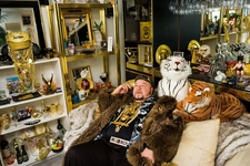 Lauren Greenfield, Limo Bob in his Office, Chicago, 2008. © Lauren Greenfield/Institute. Courtesy of Phaidon Press.