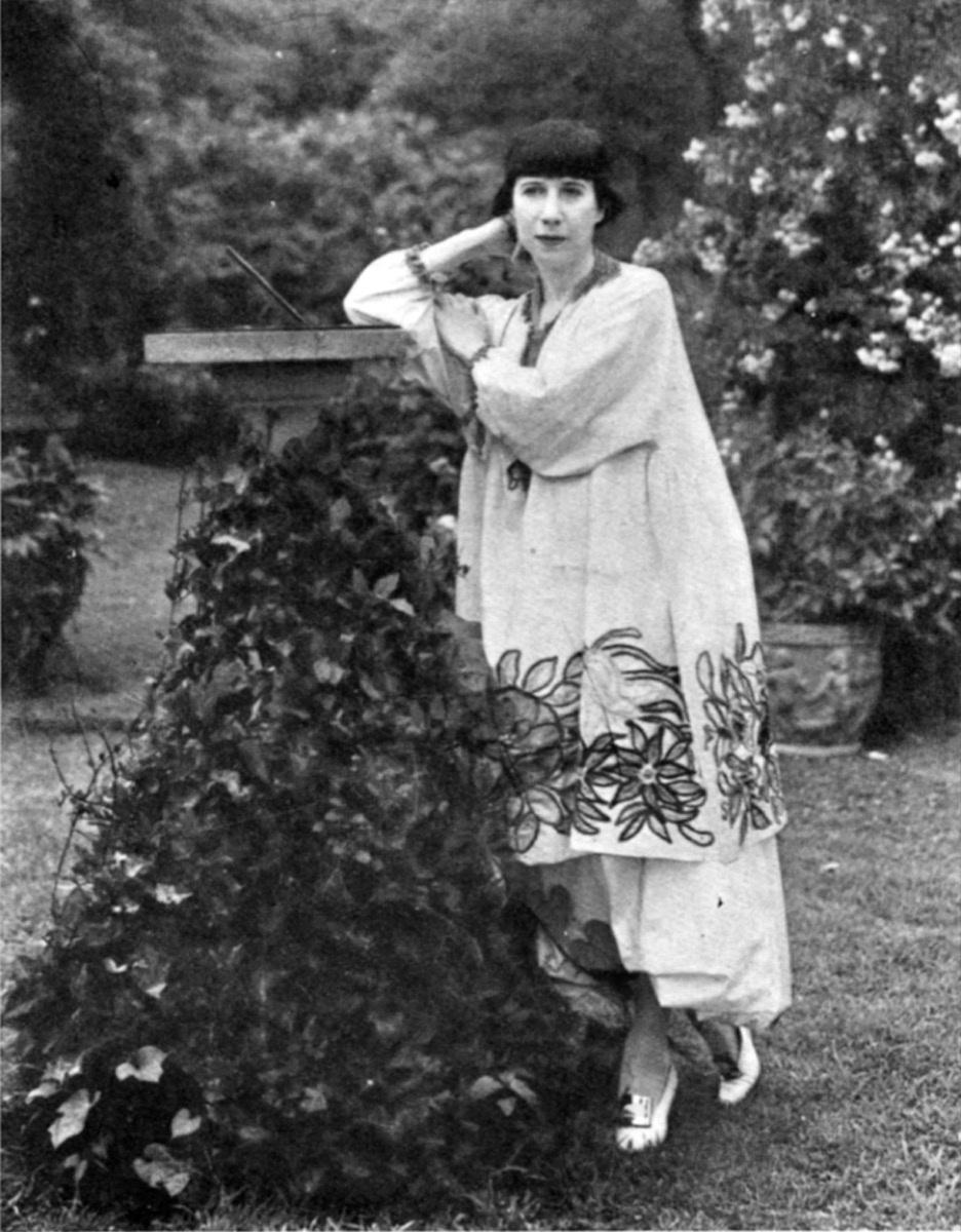 Florine Stettheimer in her Bryant Park garden, c. 1917-1920. Florine Stettheimer papers, Rare Book and Manuscript Library, Columbia University.