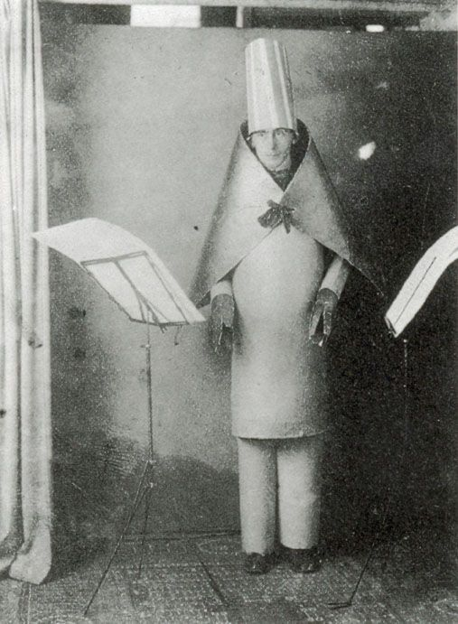 Hugo Ball performing at Cabaret Voltaire in 1916. Image via Wikimedia Commons.